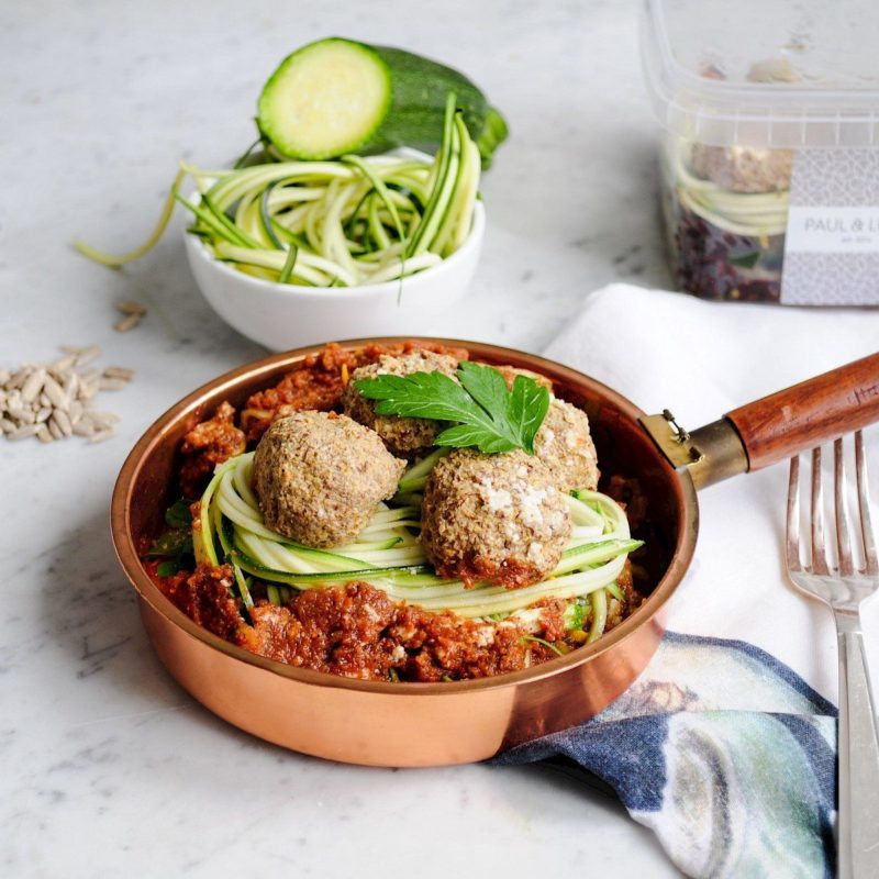 ZUCCHINI NOODLES WITH NO-MEAT BALLS FELFEL Menü Essen